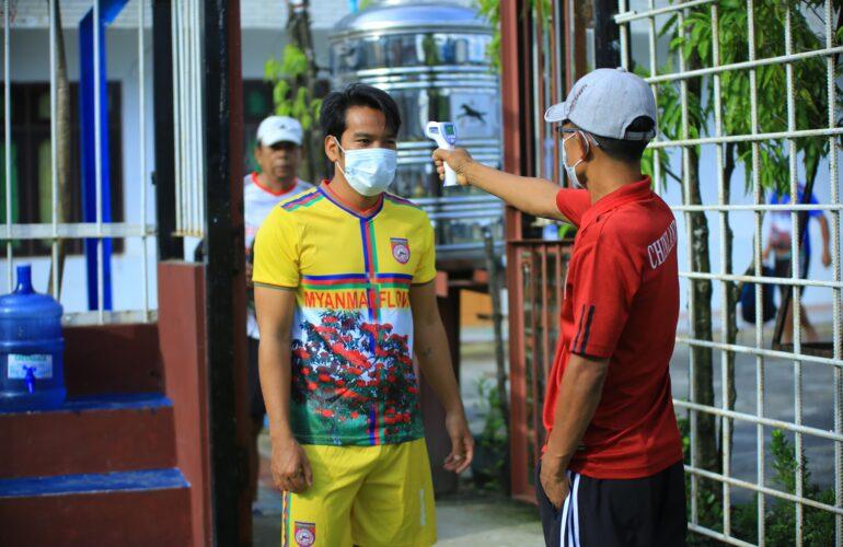 Chinland FC အသင်း social distancing guideline နှင့်အညီ လေ့ကျင့်ရေးပုံမှန် စတင်ပြုလုပ်နေတဲ့ပုံရိပ်များ