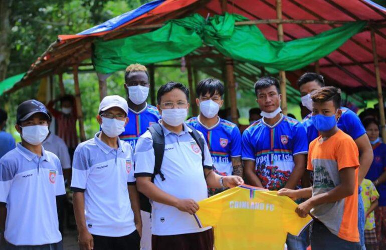Chinland FC မှ Chinland for PALETWA အစီအစဉ်တွင် စစ်ဘေးရှောင်ပြည်သူများအား ပထမအကြိမ် သွားရောက်ကူညီလှူဒါန်းခဲ့
